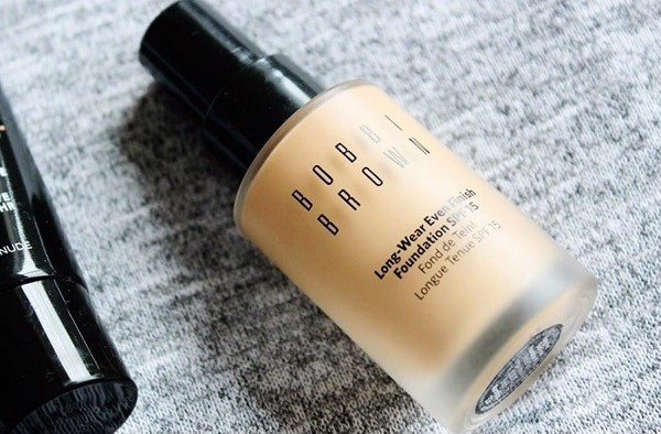 kem nền bobbi brown skin foundation spf 15