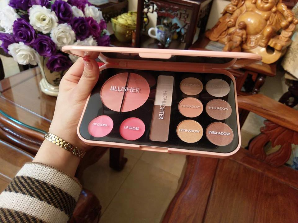 BẢNG MAKEUP FOREVER NUDE rất xinh nhé :-*