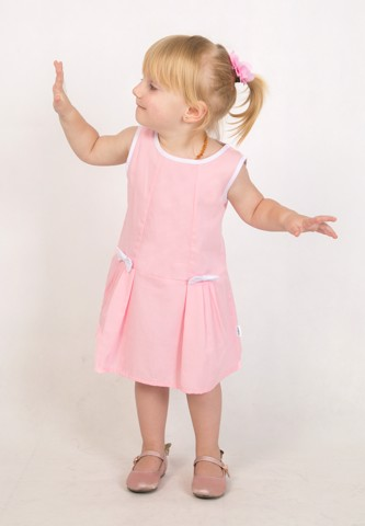 Pink dream: Cotton dress with bows