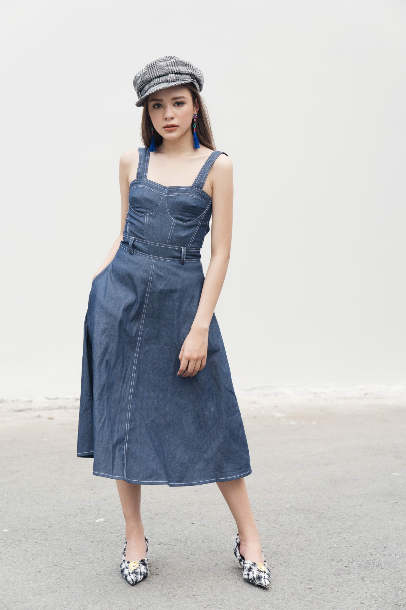 LOW CUT DENIM DRESS