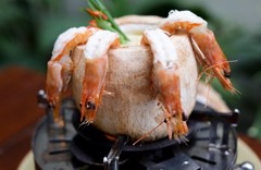 Steamed shrimp in coconut