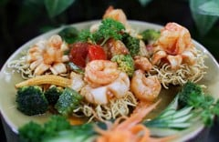 Stir – fried noodles with seafood
