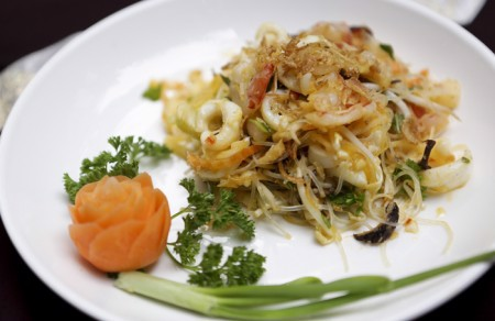 Fried glass noodle with seafood