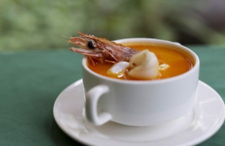 Spicies and sour prawn soup