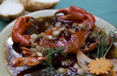 Fried crab with tamarind sauce served with bread