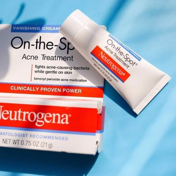 Kem Trị Mụn Neutrogena On The Spot Acne Treatment