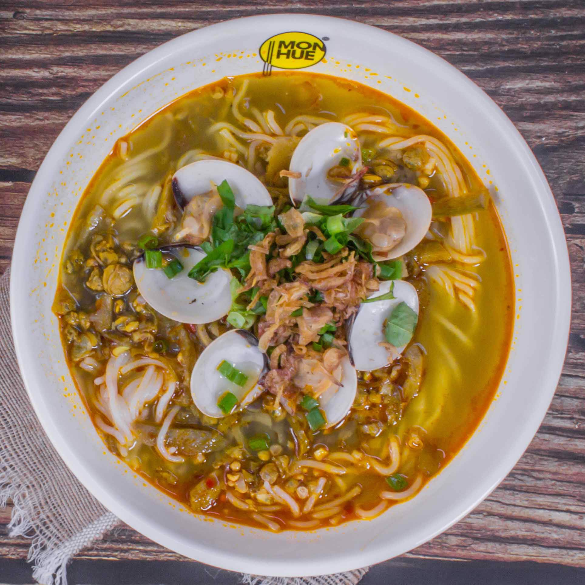 RICE NOODLES SOUP WITH CLAMS AND BABY CLAMS