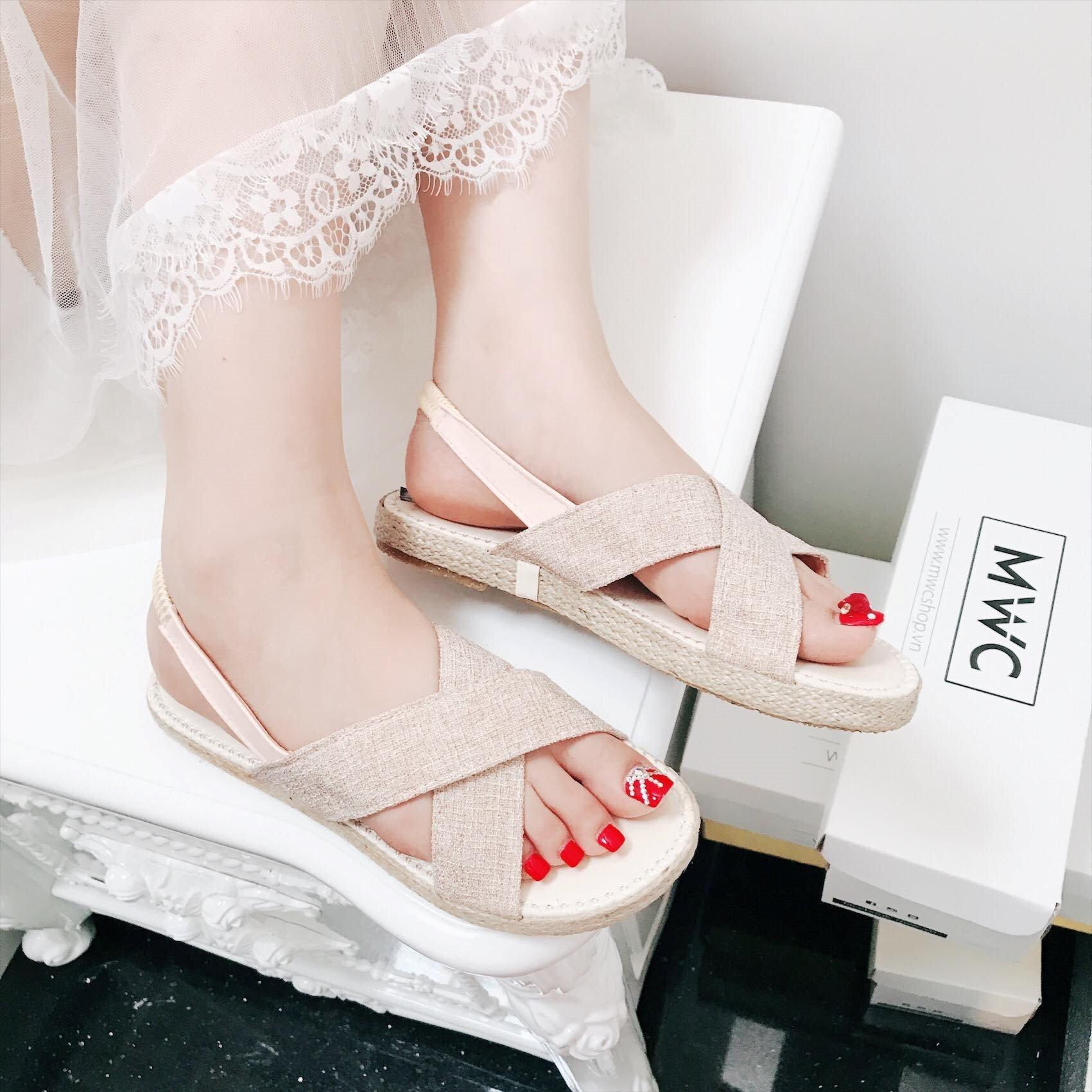 A.Giày sandal nữ MWC NUSD- 2504