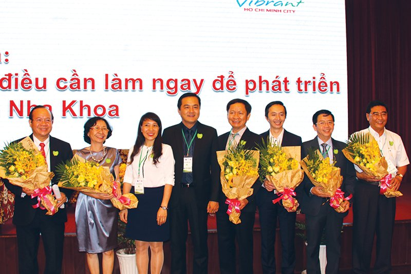 "The ""golden hand"" of the Vietnamese dental industry shared the solution to develop dental tourism"