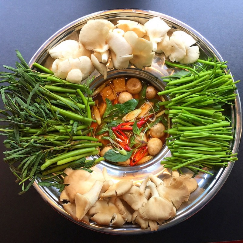 Tom Yum hot pot - Large (Lẩu nấm Tom Yum lớn)