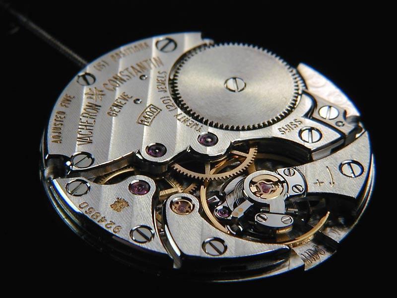 bộ máy in house của đồng hồ chính hãng