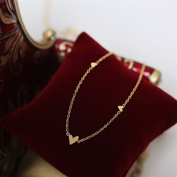 Golden Heart Necklace 03