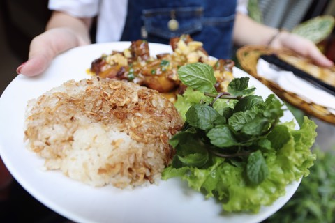 Xôi Gà ( Sticky rice with chicken)