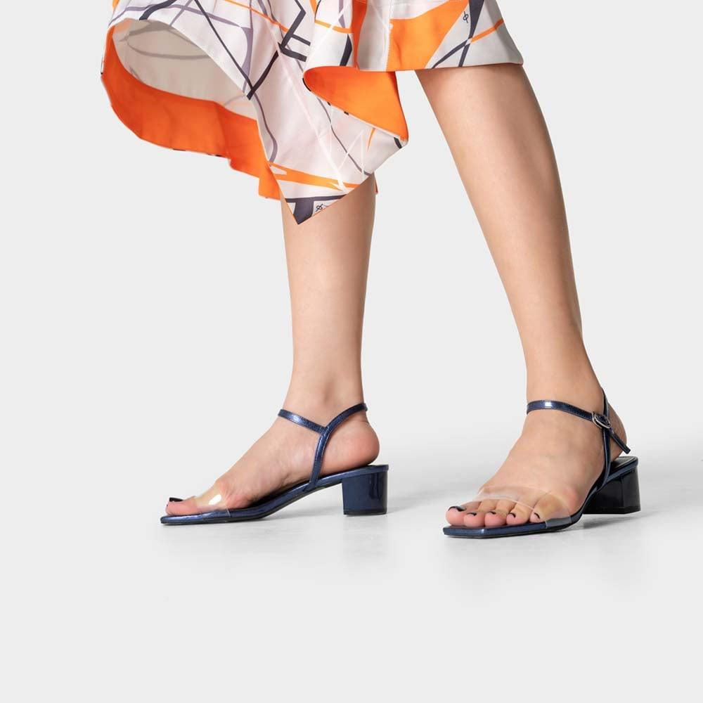 Giày sandal mũi vuông quai trong