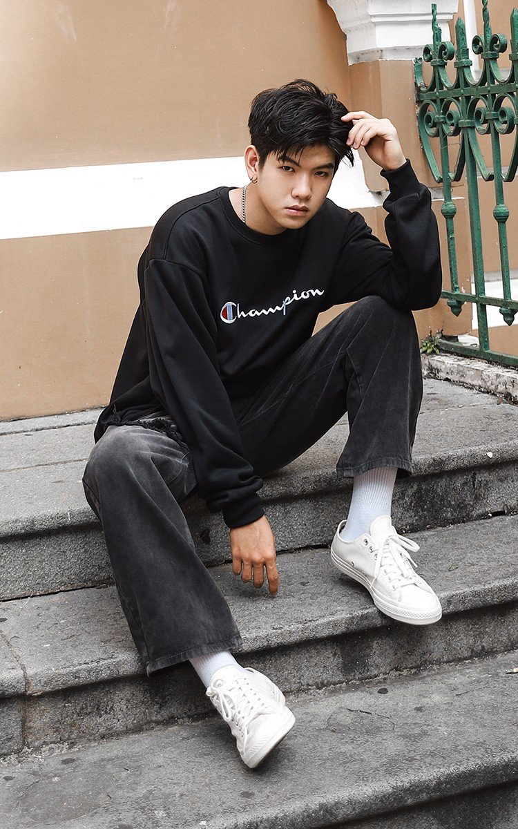 Champion Embroidered Big Logo Sweater In Black