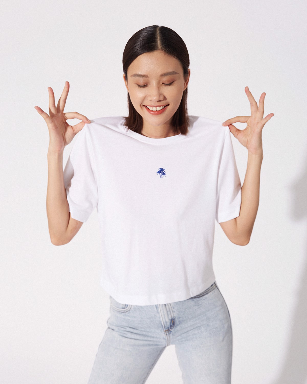 WHITE SMART - BOX TEE WITH EMBROIDERED COCONUT TREE