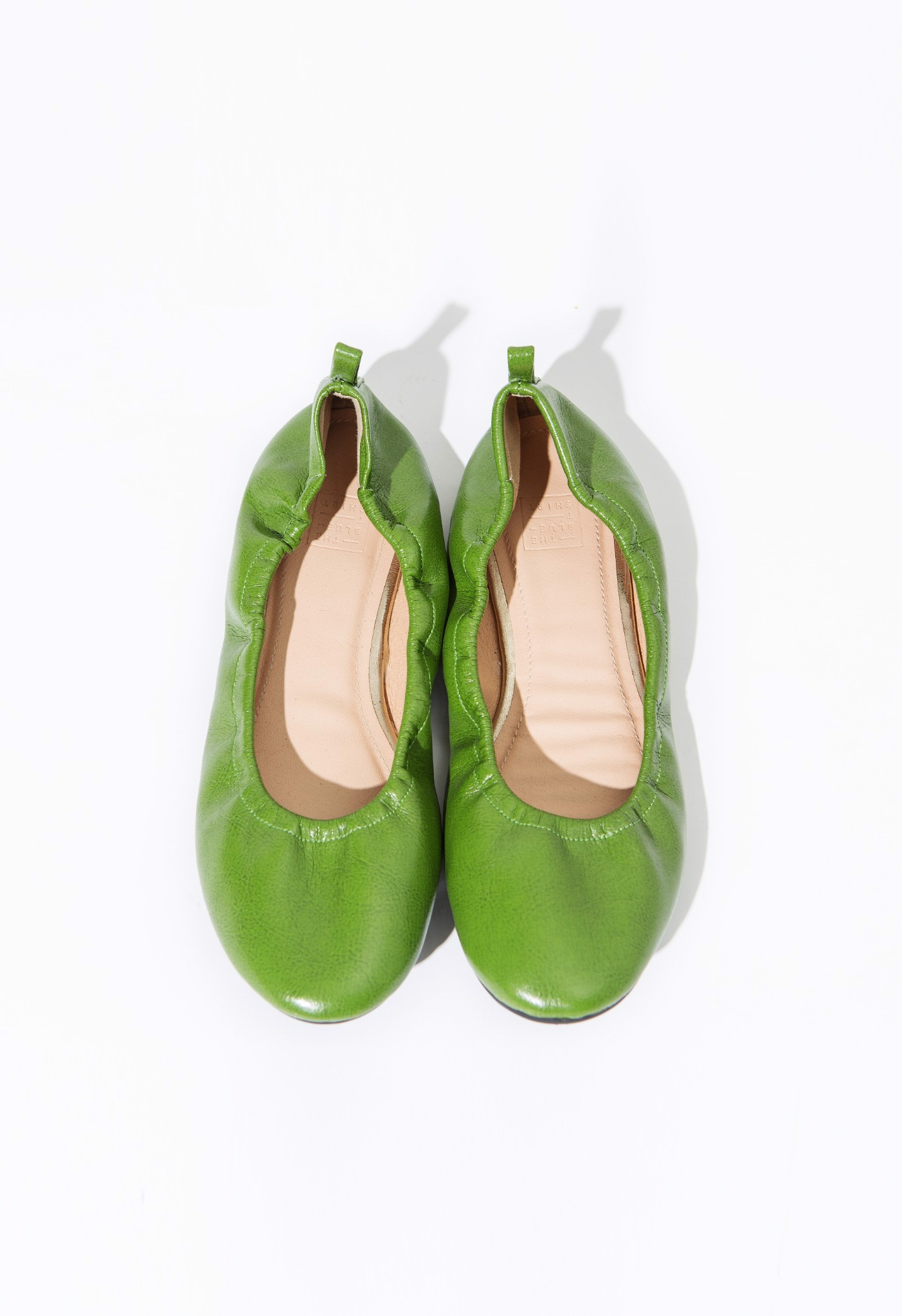 THERAPY FLATS -PISTACHIO GREEN