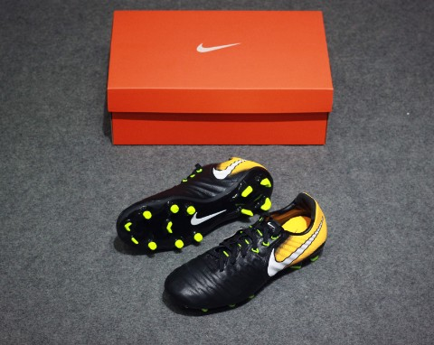 Nike Tiempo Legend 7 Jr FG Lock in. Let loose. - Black/White/Laser Orange