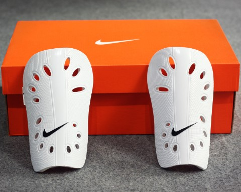 NIKE J SHINGUARD WHITE - BLACK