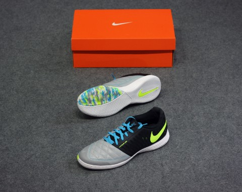 NIKE Lunargato II IC - Black/Wolf Grey/ Lite Current Blue