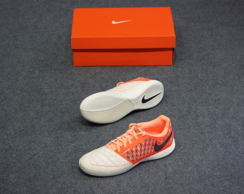 NIKE Lunargato II IC - Orange/White