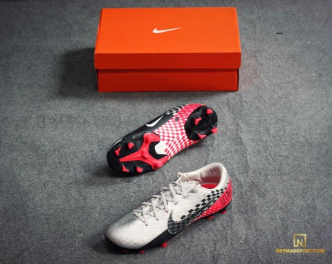 NIKE MERCURIAL VAPOR 13 ACADEMY FG NJR SPEED FREAK - CHROME/BLACK/RED ORBIT