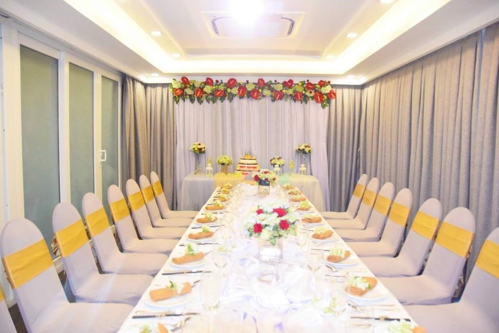 S-VIP DINING ROOM