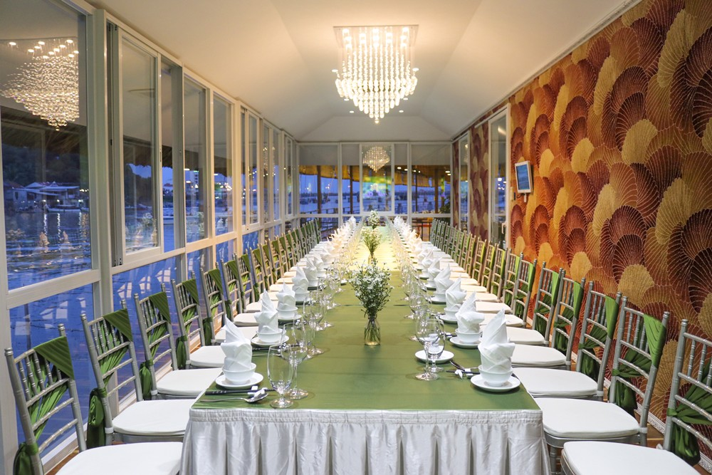 VIP CENTER DINING ROOM