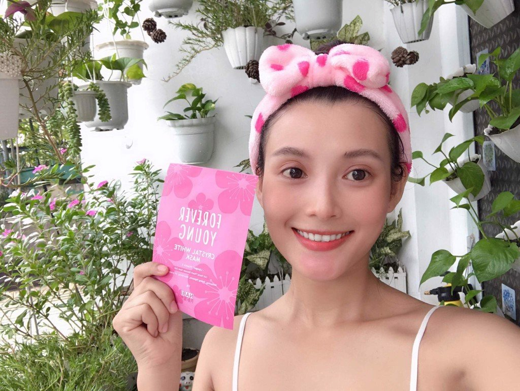 MẶT NẠ LÀM TRẮNG DA -FOREVER YOUNG CRYSTAL WHITE MASK (10 CÁI)