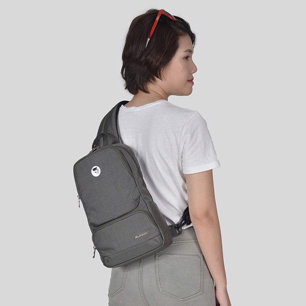 The Betty Slingpack Dk Mouse Grey với 2 cách mang