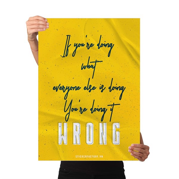 If you're doing what everyone else is doing, you're doing it wrong - Poster động lực Chân Kinh Startup
