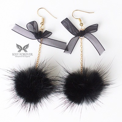 ANTING POM POM EARRINGS