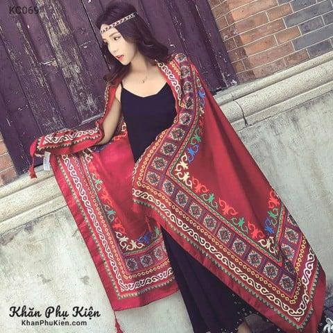 phong cách du lịch thật là mới mẻ cho mình với khăn choàng đẹp