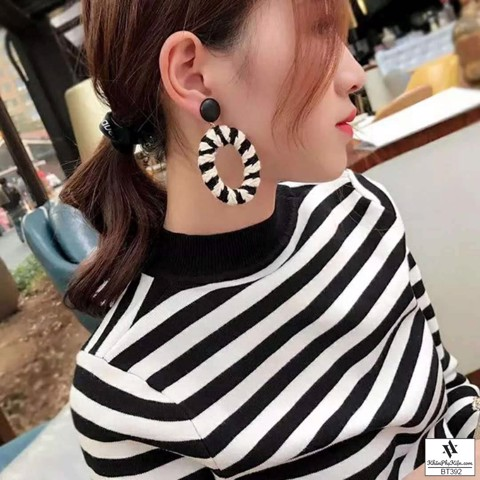 Hoa tai thời trang vòng tròn màu đen trắng