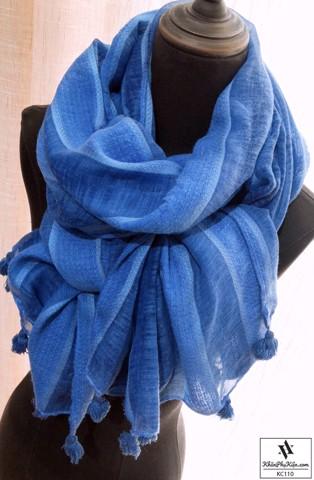khăn quàng cổ đẹp nằm ở chỗ nó có thể tạo được nhiều kiểu dáng, phong cách