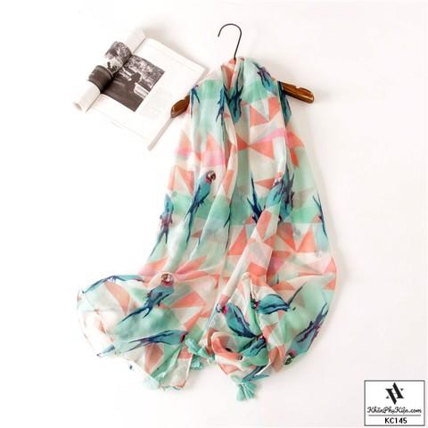 mẫu khăn dáng rộng với màu sắc sỡ