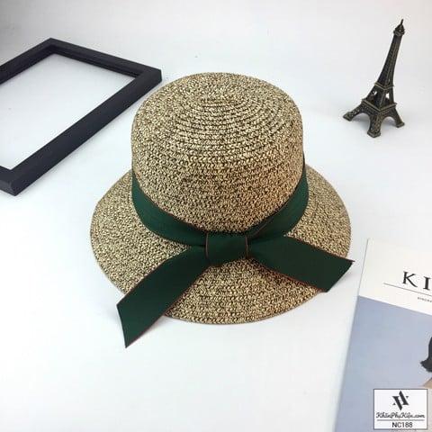 Mẫu nón vành nhỏ nhắn có rất nhiều kiểu dáng và mà sắc rất thời trang