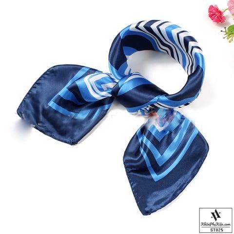 Khăn quàng cổ thời trang màu xanh dương rất dễ phối đồ