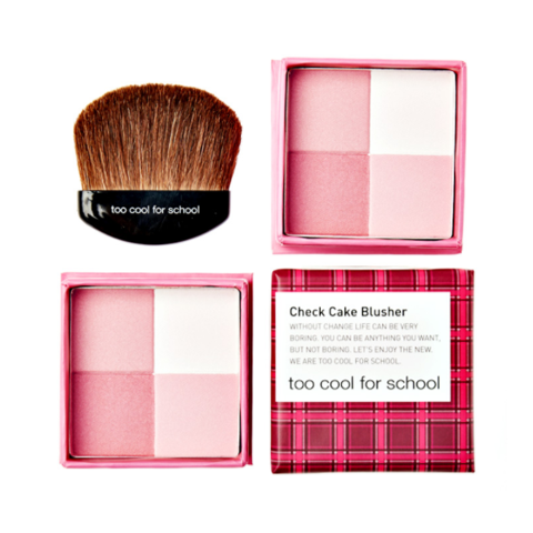 Má hồng Too Cool For School Check Cake Blusher