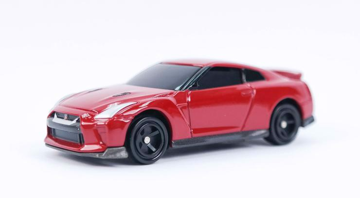 4D 01 Nissan GT-R Red