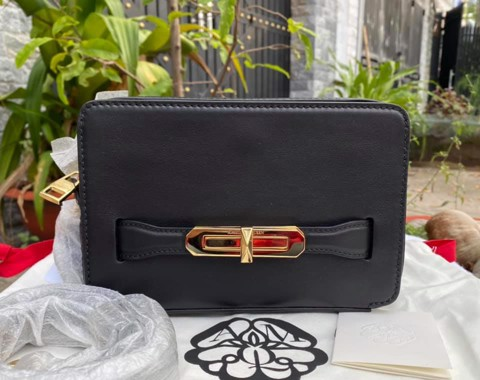 TÚI ALEXANDER Mc.Queen Small The Myth Leather Camera Bag