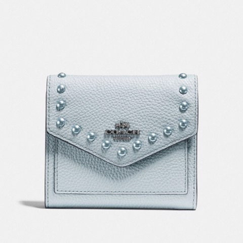 Túi Coach small wallet with lacquer rivets