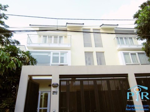 Villa for rent in compound in Tran Nao street, district 2, Ho Chi Minh city