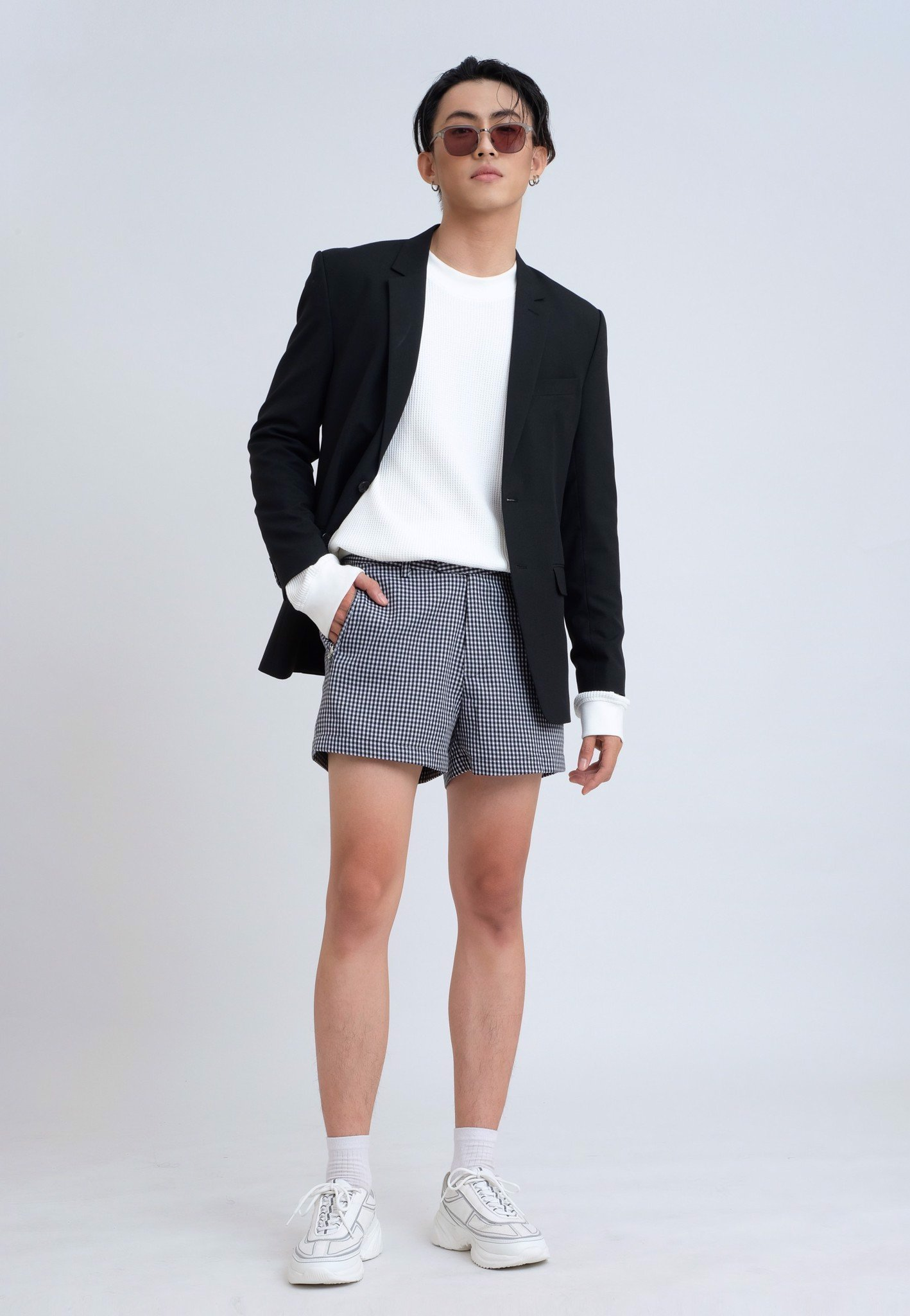 Blazer đen trơn ve notch