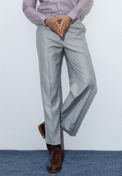 Cloud gray trousers