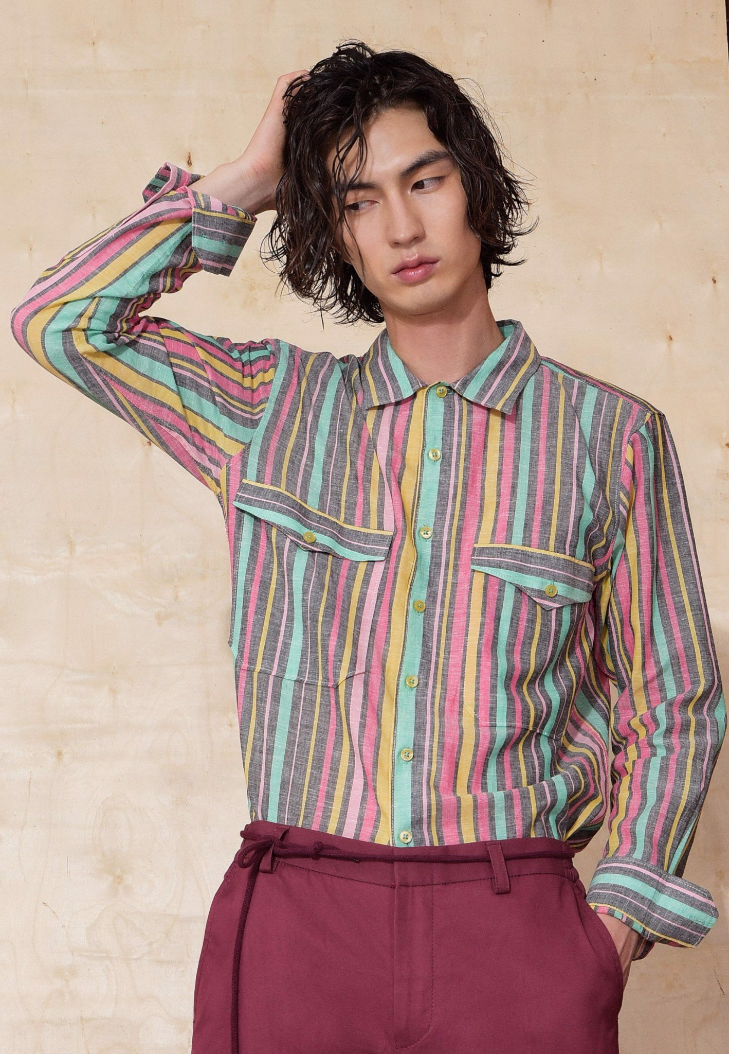 Multi-colored shirt with 2 patched pockets