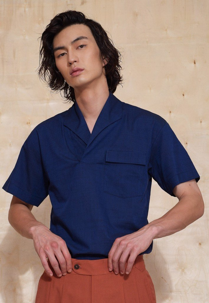 Short sleeve dark blue line shirt with camp collar