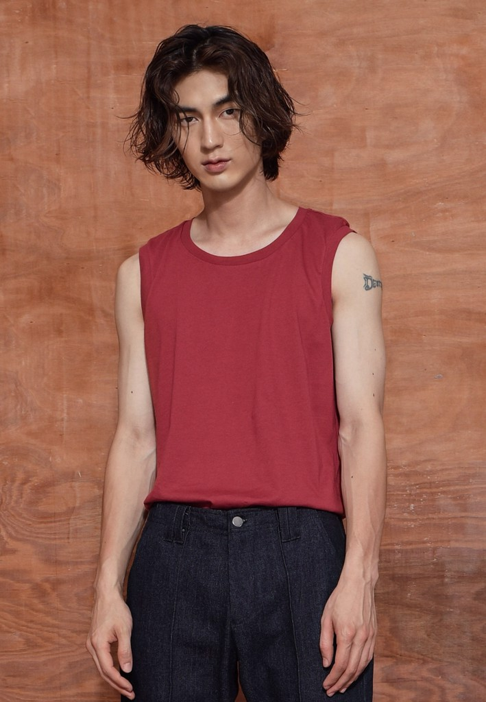 Sleeveless cherry red t-shirt