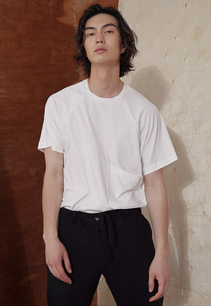 White t-shirt with patched pocket