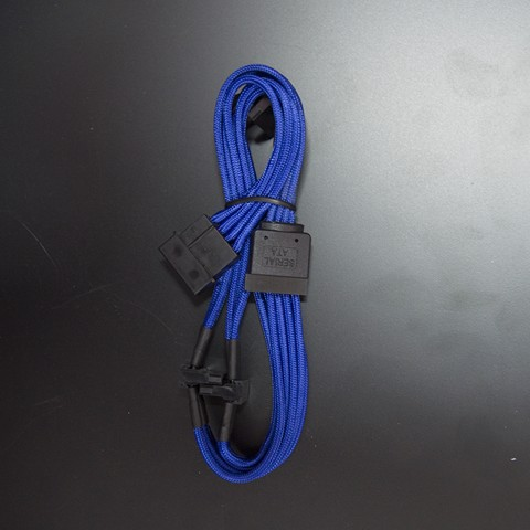 CableMod Molex to 4X Sata Power Sleeved Cable Blue